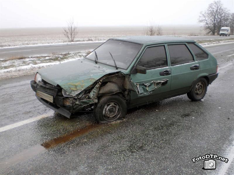 Фото ДТП - авария с маршруткой на скользкой дороге (13 фотографий)