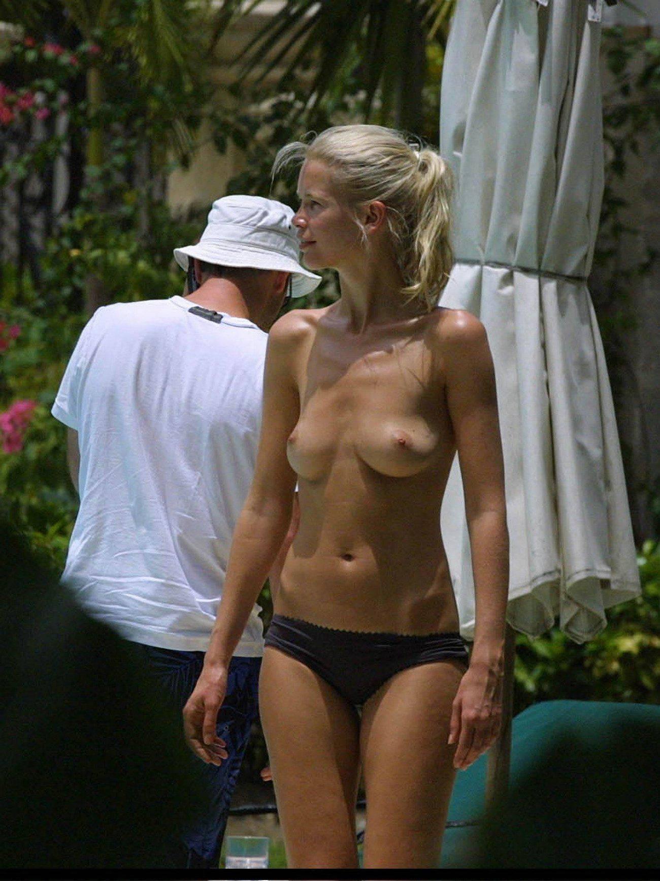 Cover: Claudia Schiffer - Titten von den Paparazzis erwischt