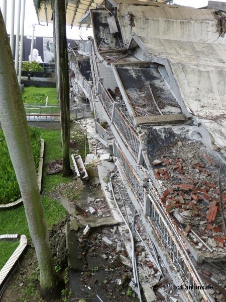 Zerstörtes Gebäude der ehemaligen Schule
