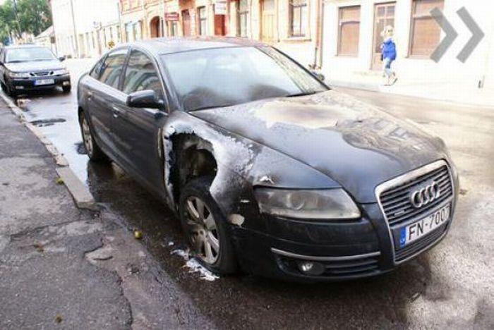Samochód trafiony przez piorun 1