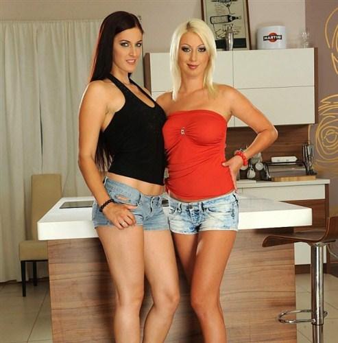 Mira Sunset, Pamela Blond - Girly things - PixandVideo/21Sextury - (2012/FullHD/1080p/963 Mb)