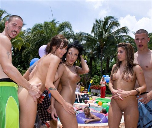 videos brittny blew maya gates and nina in bangbros pool party