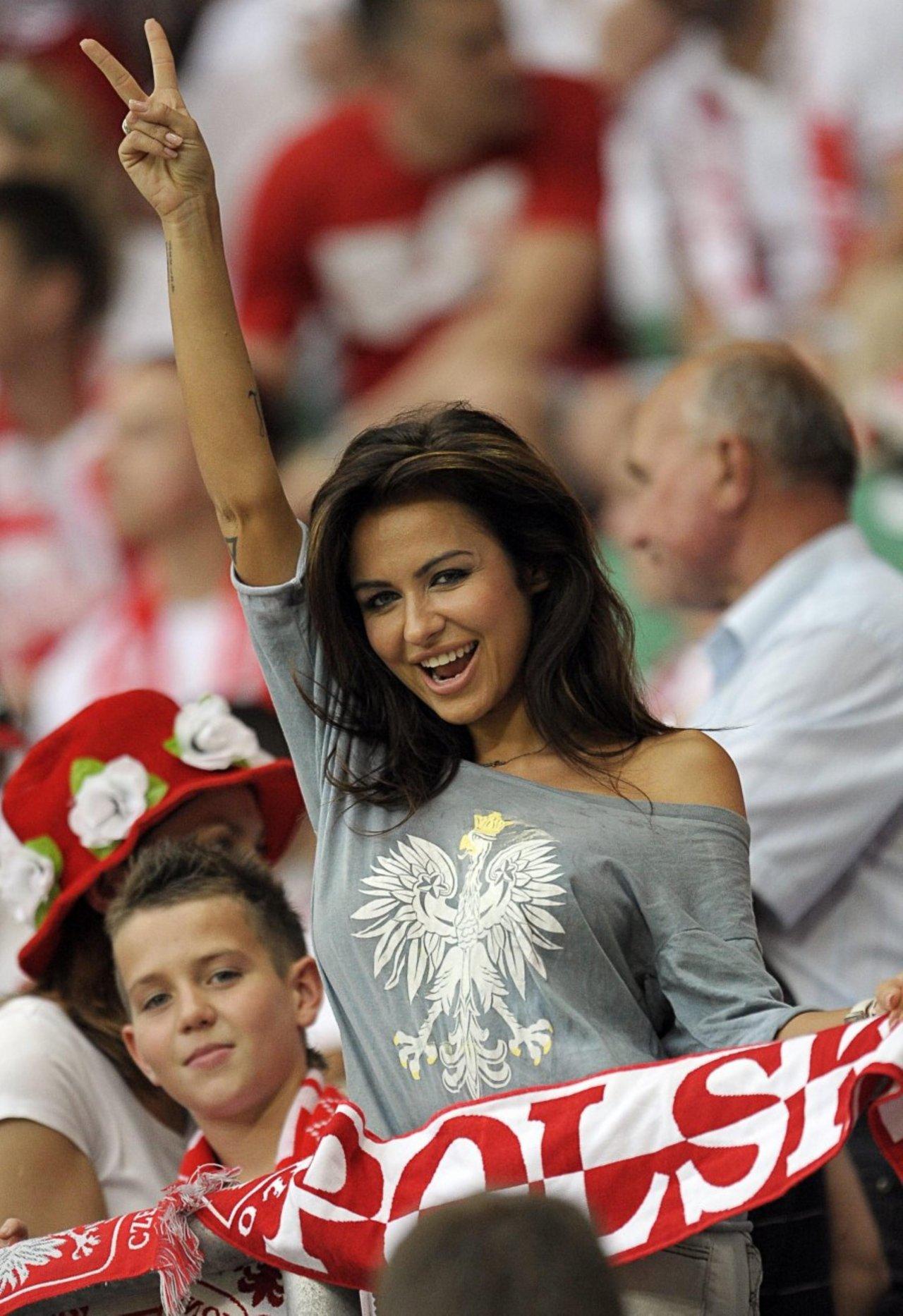Natalia Siwiec na stadionie. Najpiękniejsza polska kibicka. 6
