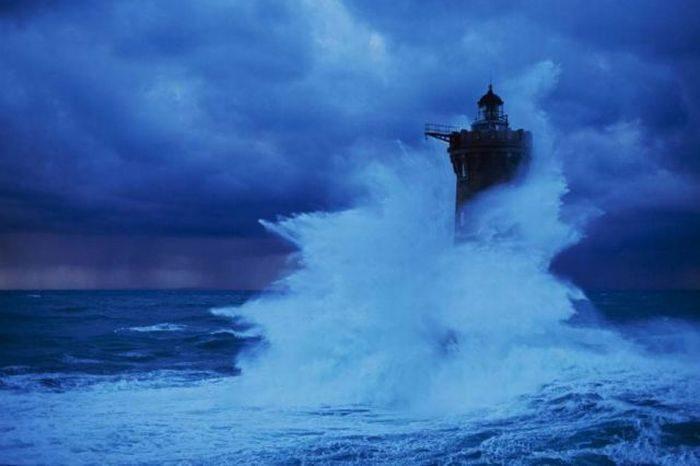 Latarnia morska podczas sztormu 6